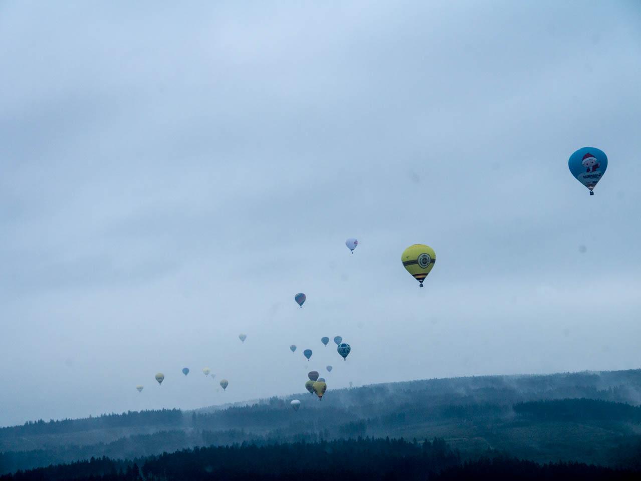 Ballone über sauerländer Nebel (1 von 1)