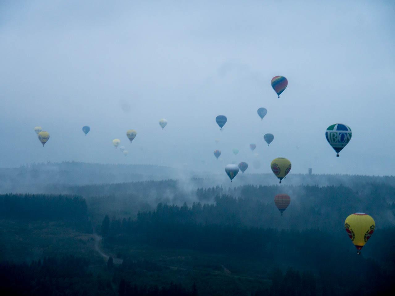 Ballone über sauerländer Nebel 2 (1 von 1)