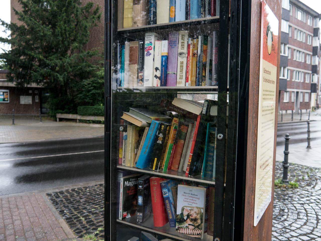 Bücherschrank außen (1 von 1)