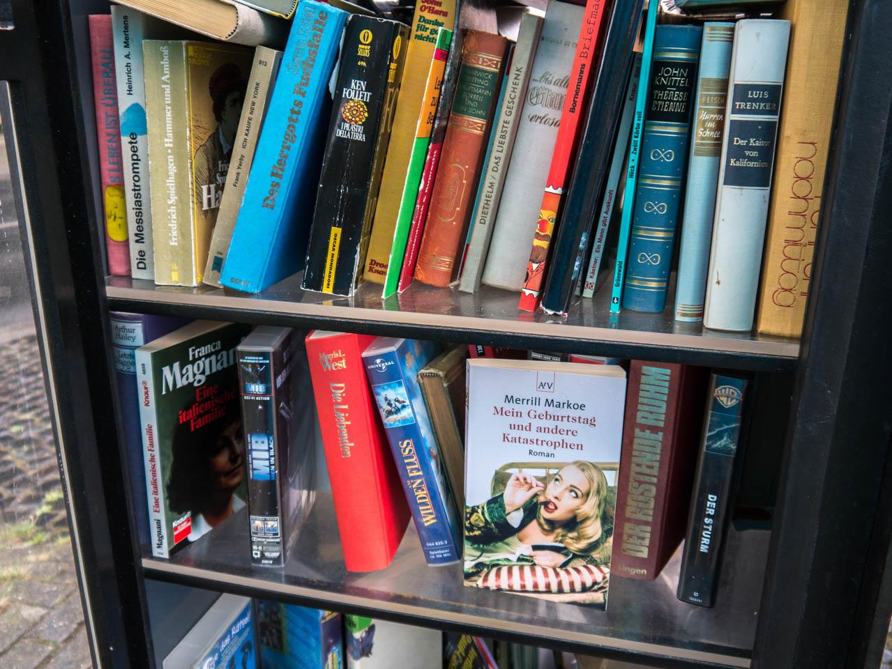 Bücherschrank innen (1 von 1)