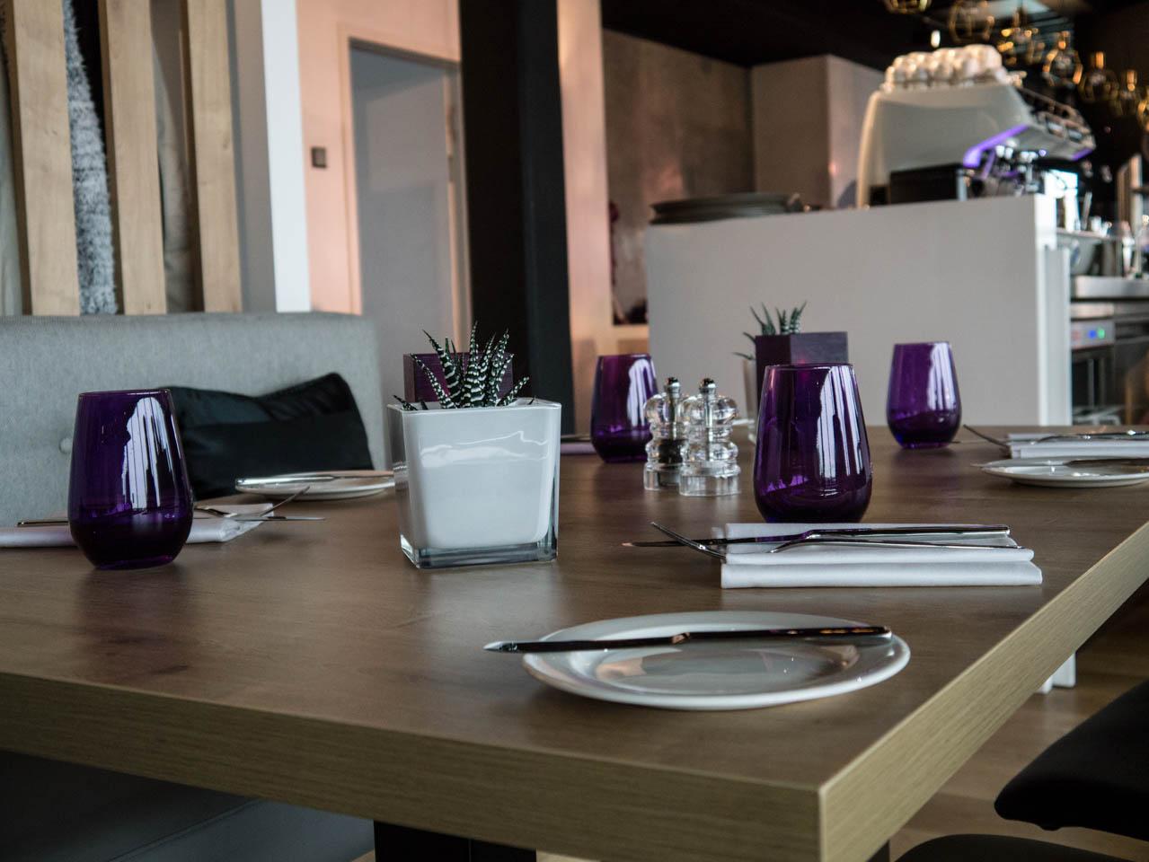 Tisch im Uptown (1 von 1)
