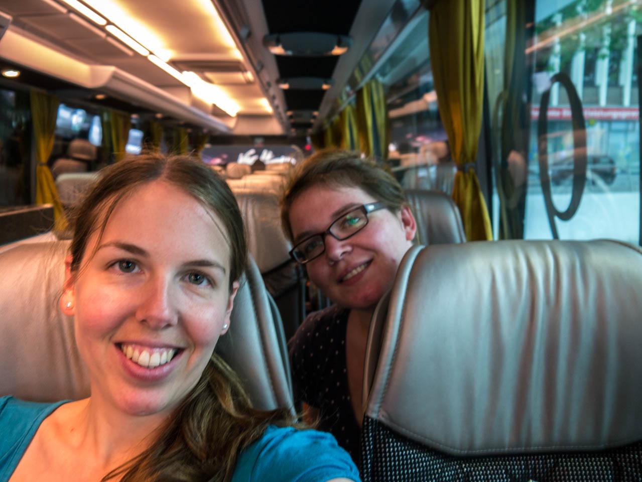 Mädels im Mannschaftsbus (1 von 1)